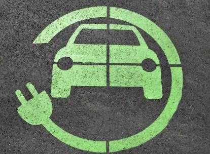 ポルシェの100%電気自動車「タイカン」は日本導入